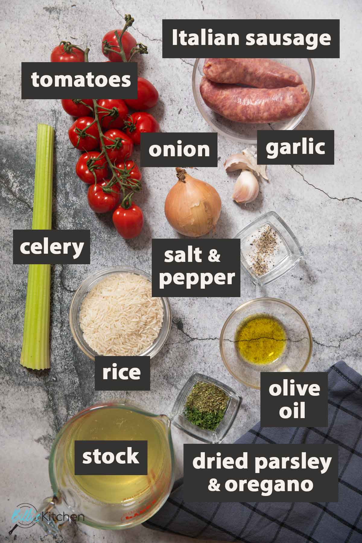 An image showing all the ingredients you need to prepare sausage and rice at home.
